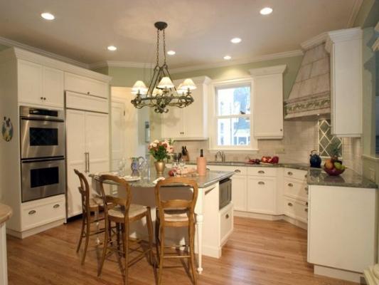 swampscott-custom-kitchen-with-faux-painted-custom-hood